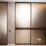 двери-купе, заполнение зеркало Бронза сатин+кожаная вставка